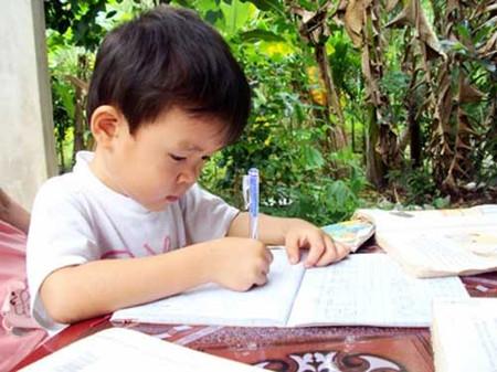 Dạy bé tập viết từ sớm